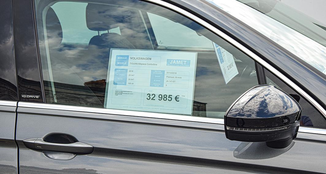 PLV automobile - affiche prix portière